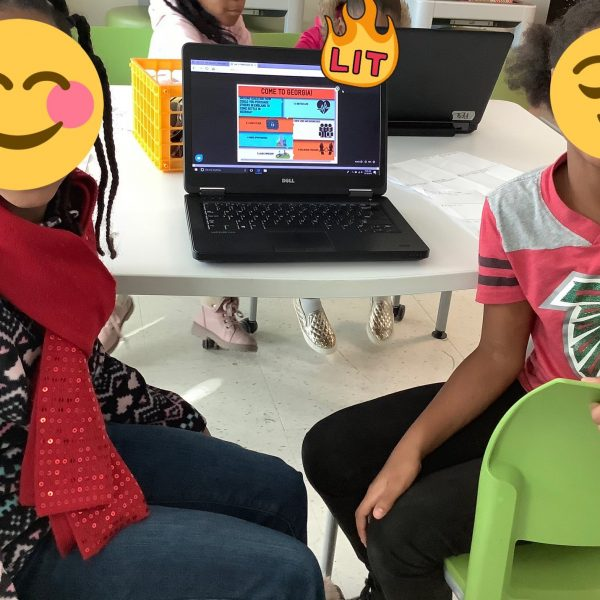 students using easelly
